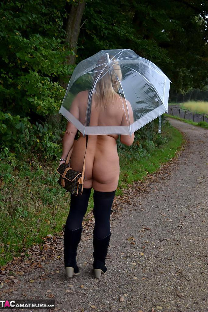 Nude Chrissy Walking Nude In The Rain Free Pic 15-3617