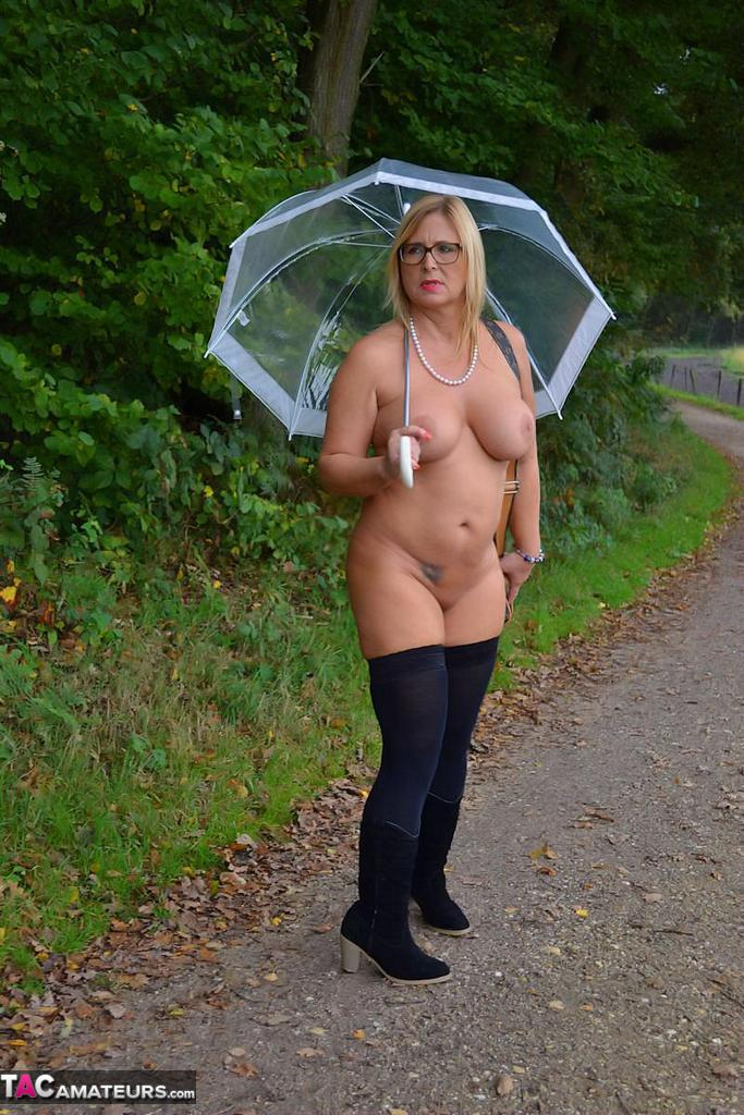 the rain girl Naked walking in