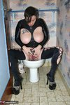 Mary Bitch. Smoking On The Toilet Free Pic 4
