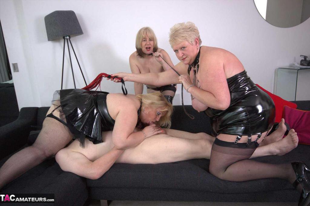 Blonde big tits gargling amateur
