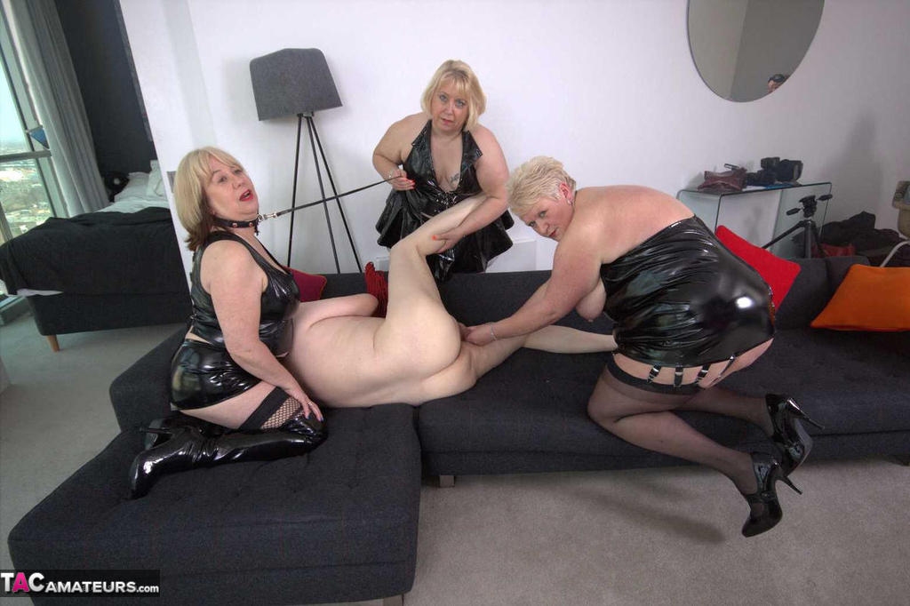 Julz and the flogger - 3 part 1