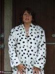 Sandy. See whats under my spotted dressing gown Free Pic