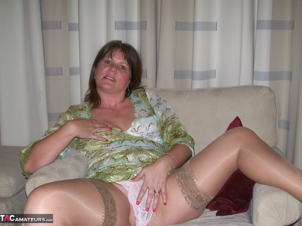 DESIREE: Amateur mature wife wet pussy