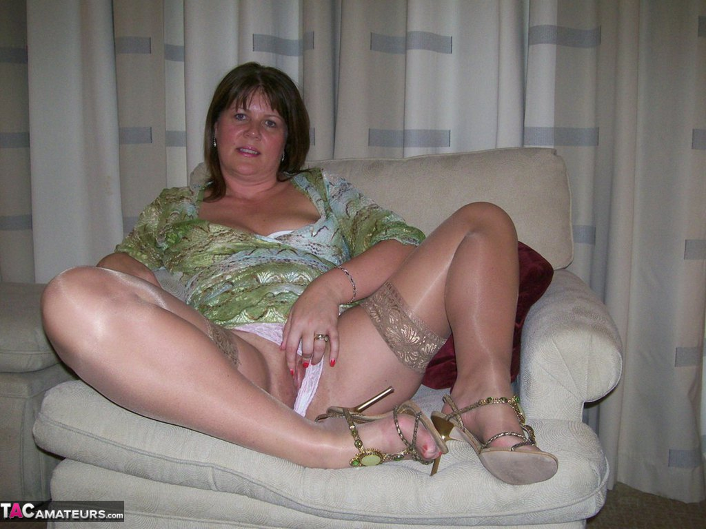 High Heels, Stockings And A Wet Pussy Free Pic 16-1819