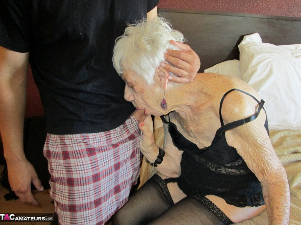 90 years old granny gets rough fucked - 3 7