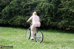 LexieCummings. Bicycle Free Pic 15