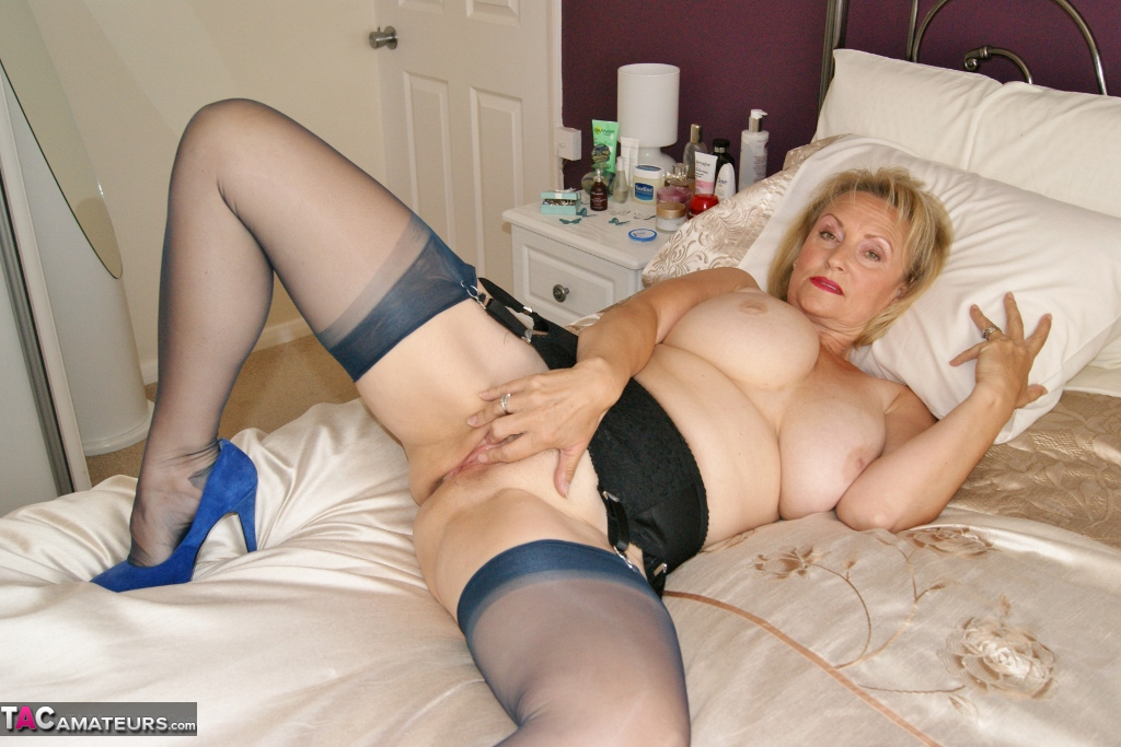 Milf video on line