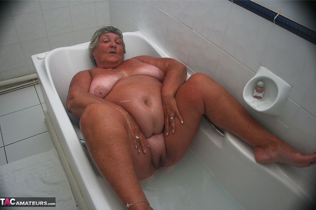 Enjoy Bathroom Images On Sex Granny Galery