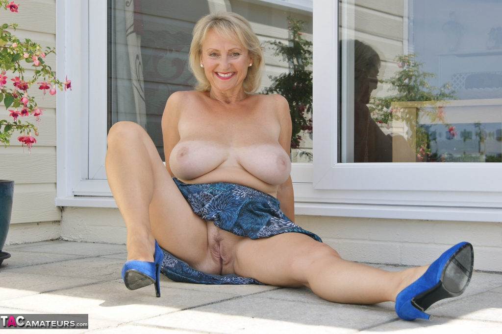 Outdoor mature slut