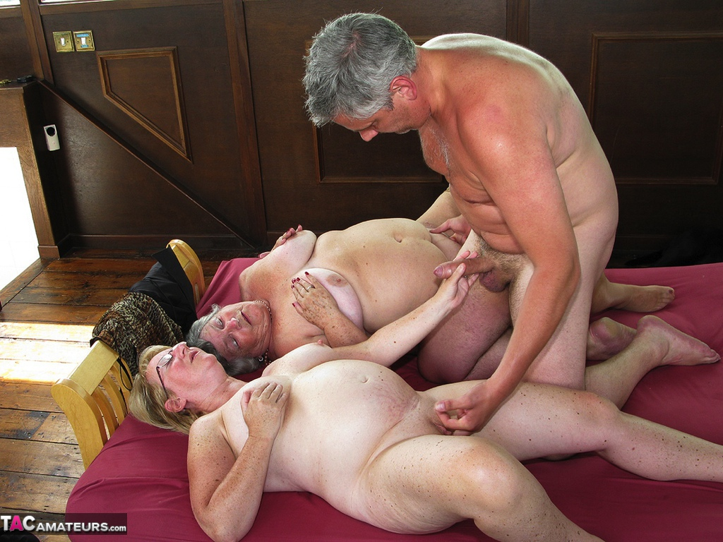 Amateur threesome with two nasty beginners 2