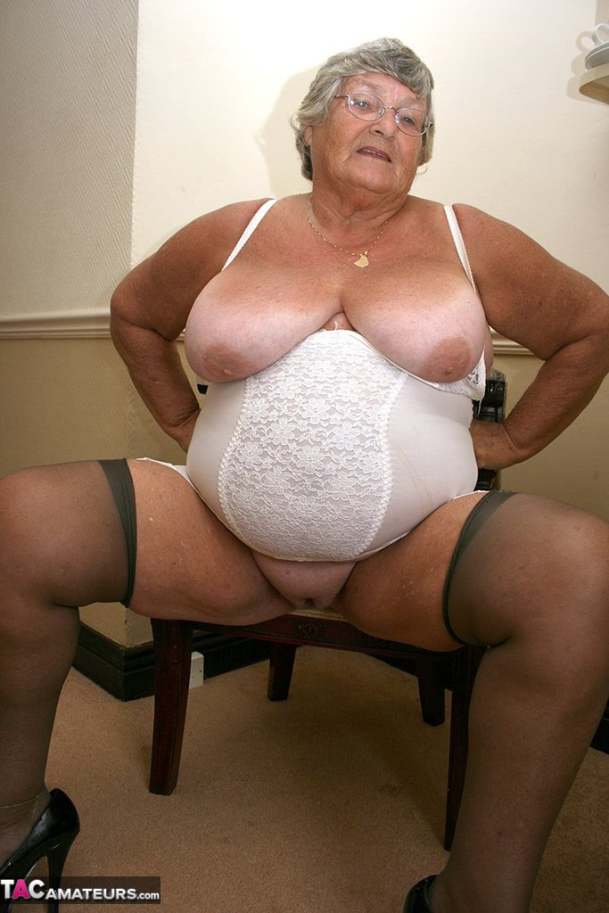 Omapass very old chubby granma has sex with household goods 4