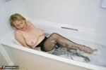 Sugarbabe. Getting Dirty In The Bath Free Pic 3