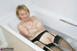 . Getting Dirty In The Bath Free Pic 8