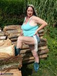 Mary Bitch. Show On The Wood Pile Free Pic 2