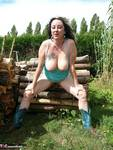 Mary Bitch. Show On The Wood Pile Free Pic 19