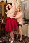 SpeedyBee. Fun With Sarah Jane Pt1 Free Pic 16