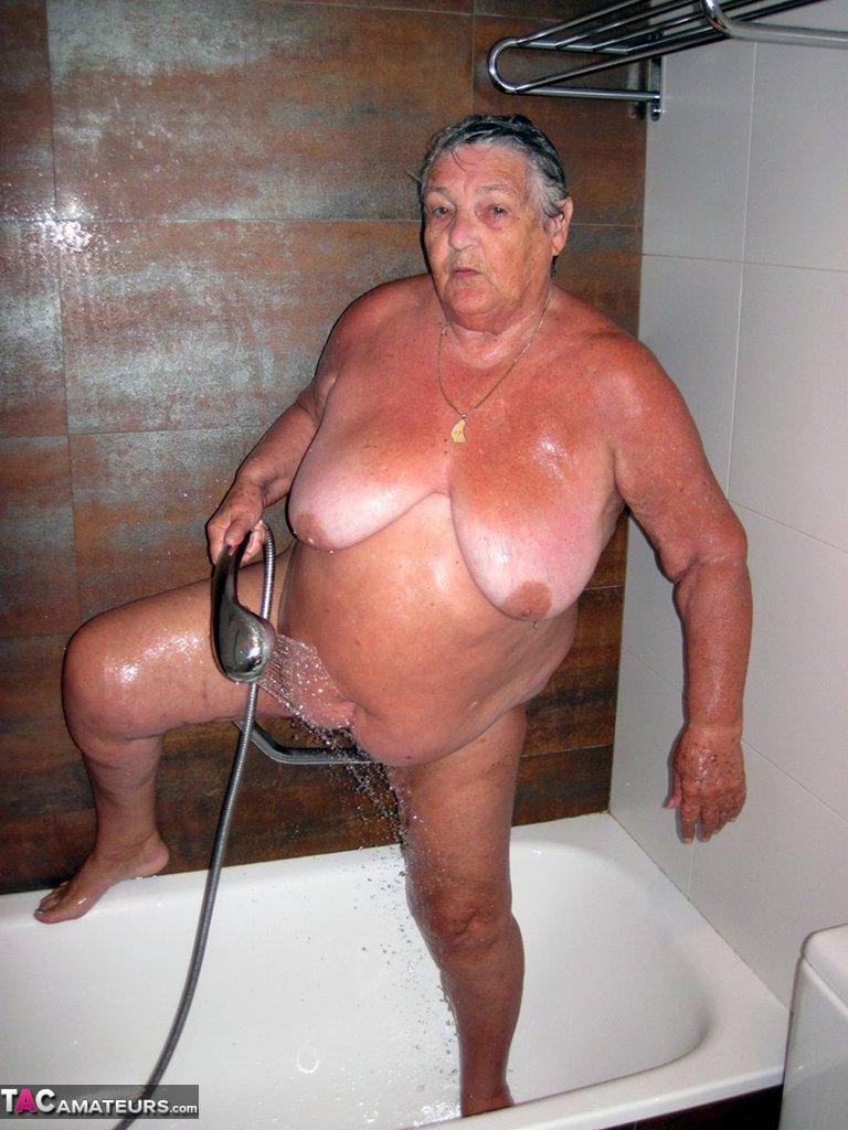 Granny sex in the shower