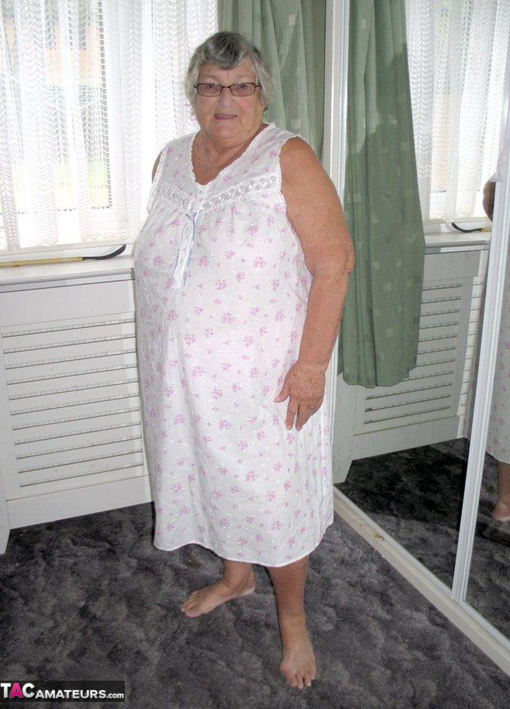 Фото старушек толстых голых, реально кончающие девушки нарезка