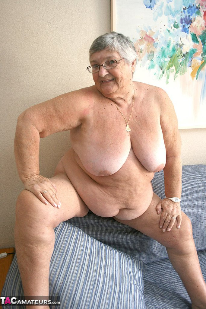 Mature women breasts saggy