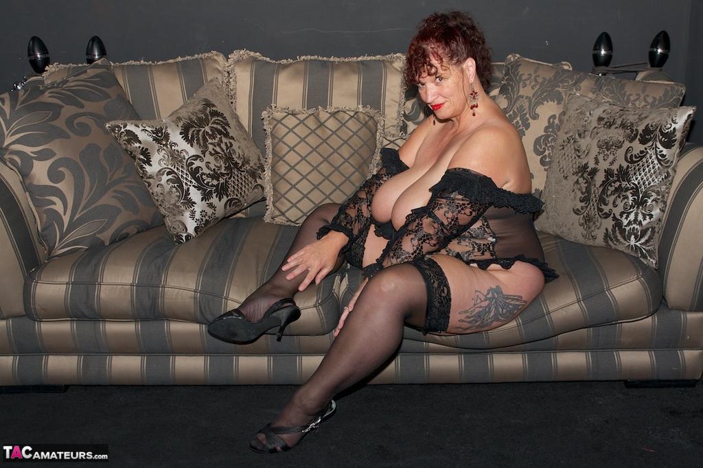 tacamateurs tgps 0024 24567 on the sofa pic03