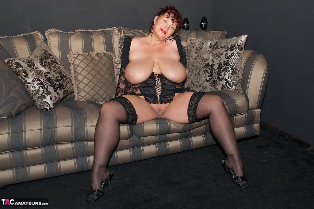 tacamateurs tgps 0024 24567 on the sofa pic15