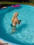 SweetSusi. Sexy and hot in the pool Free Pic