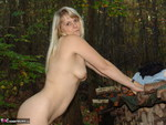 SweetSusi. Naken In The Woods With My Dildo Free Pic 12