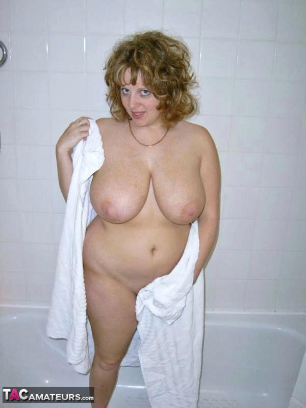 Claire – Angleterre (sous la douche)