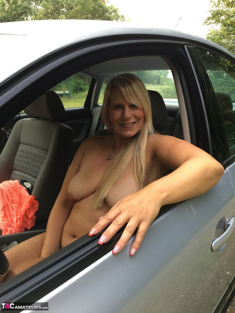 Naked nude car drive through — pic 11