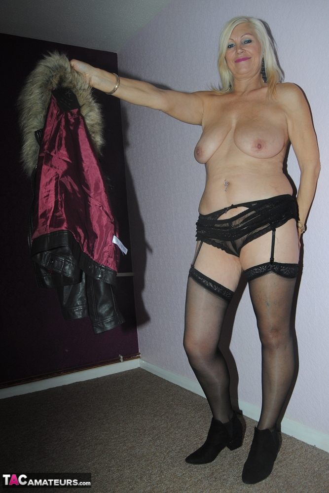 Coat lingerie leather and