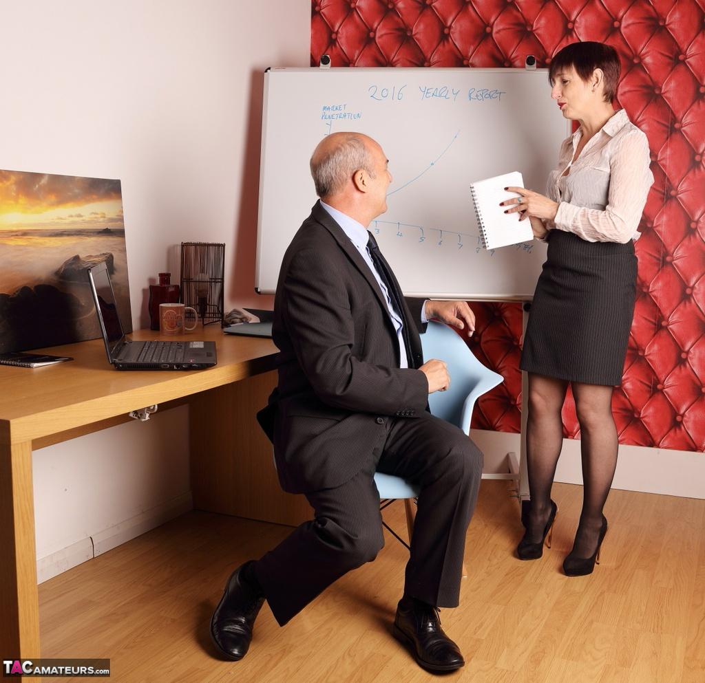секретарша и шеф видео