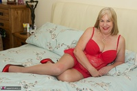 SpeedyBee. On The Bed All In Red Free Pic 1