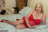 SpeedyBee. On The Bed All In Red Free Pic 5