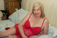 SpeedyBee. On The Bed All In Red Free Pic 7