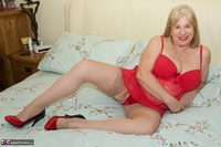 SpeedyBee. On The Bed All In Red Free Pic 9