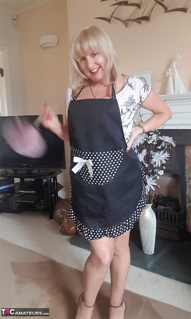 Lornablu - A Very Naughty Housewife Pictures-7847