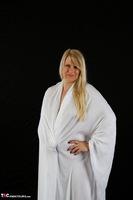 Sweet Susi. The White Cloth Free Pic 1