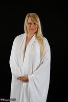 Sweet Susi. The White Cloth Free Pic 2