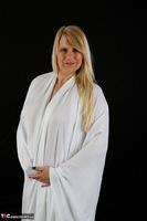 Sweet Susi. The White Cloth Free Pic 4