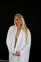 Sweet Susi. The White Cloth Free Pic 7