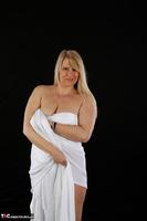 Sweet Susi. The White Cloth Free Pic 8