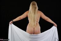 Sweet Susi. The White Cloth Free Pic 12