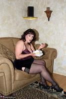 Reba. Let Em Eat Cake Or Me Free Pic 2
