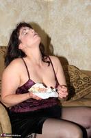 Reba. Let Em Eat Cake Or Me Free Pic 4