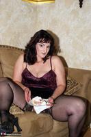 Reba. Let Em Eat Cake Or Me Free Pic 5