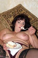 Reba. Let Em Eat Cake Or Me Free Pic 8