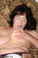 Reba. Let Em Eat Cake Or Me Free Pic 9