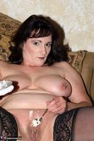 Reba. Let Em Eat Cake Or Me Free Pic 12