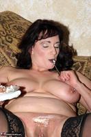Reba. Let Em Eat Cake Or Me Free Pic 13
