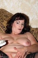 Reba. Let Em Eat Cake Or Me Free Pic 15